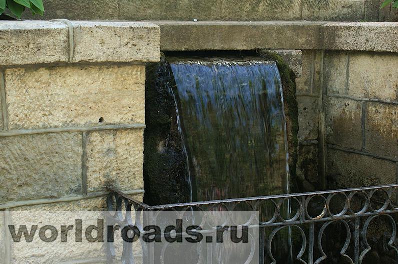 Зеркальный пруд и Стеклянная струя