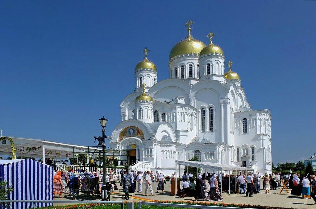 В Дивеево  1 августа празднование  25-летия обретения мощей Серафима Саровского
