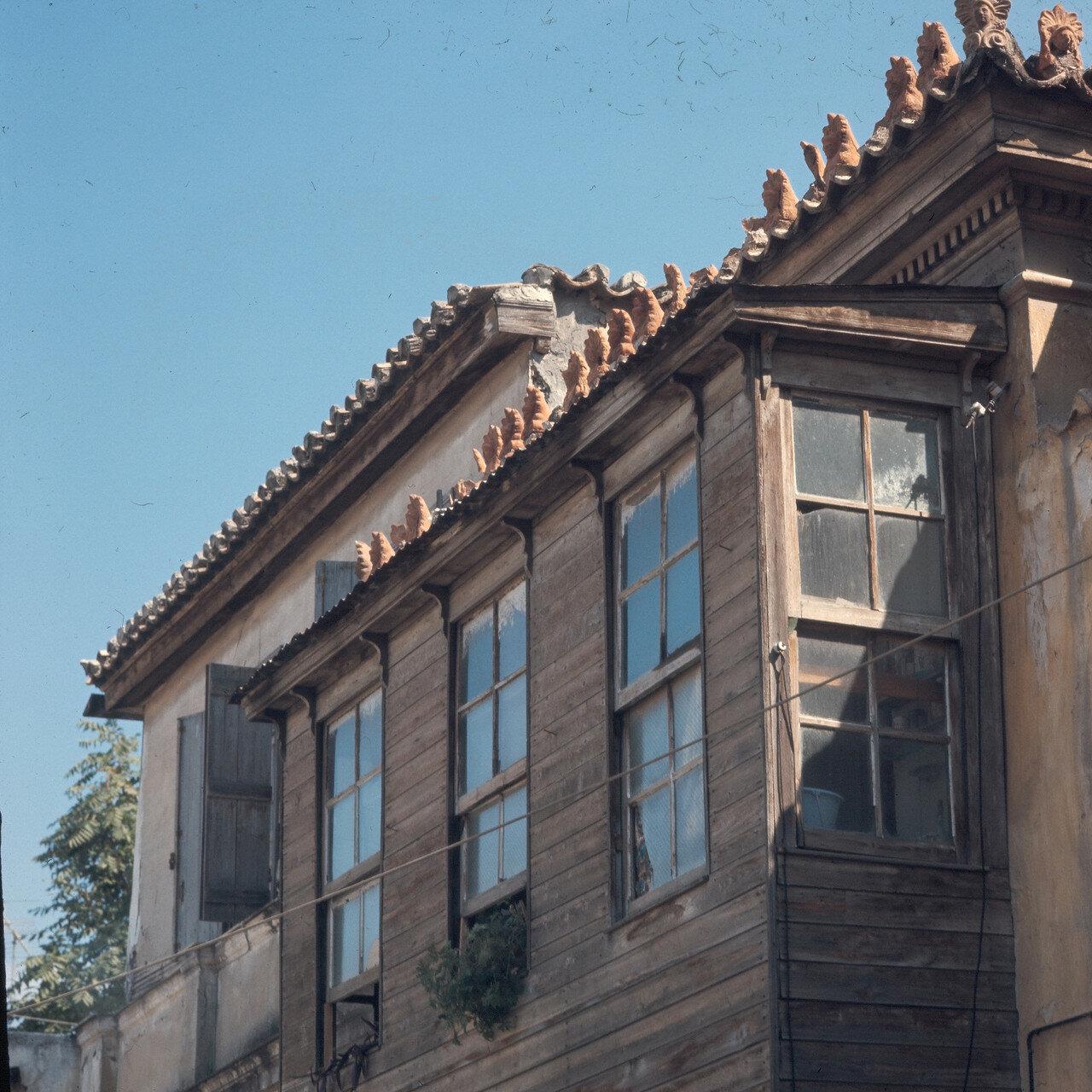 Плака. Дом начала XIX века с турецким деревянным балконом