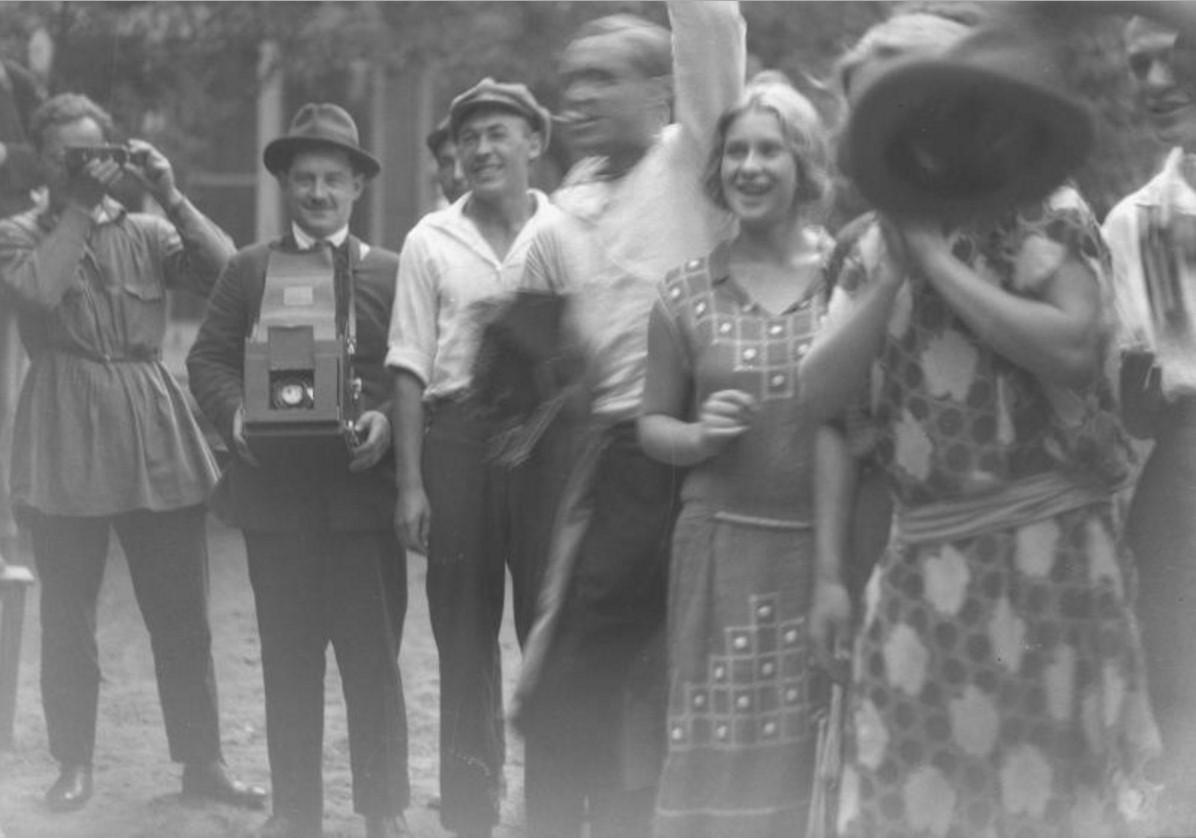 Группа людей на улице