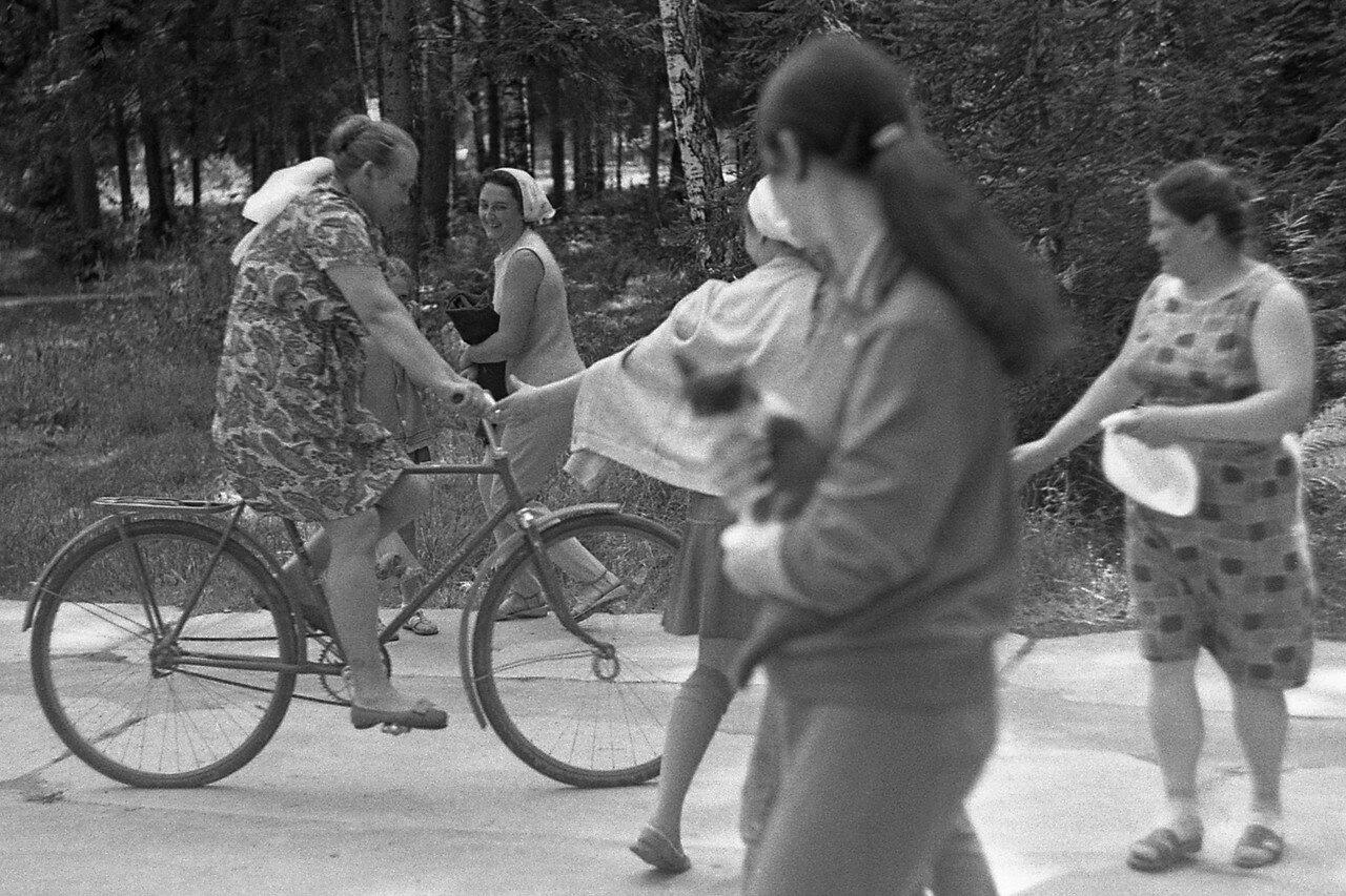 182. Главный повар лагеря на велосипеде