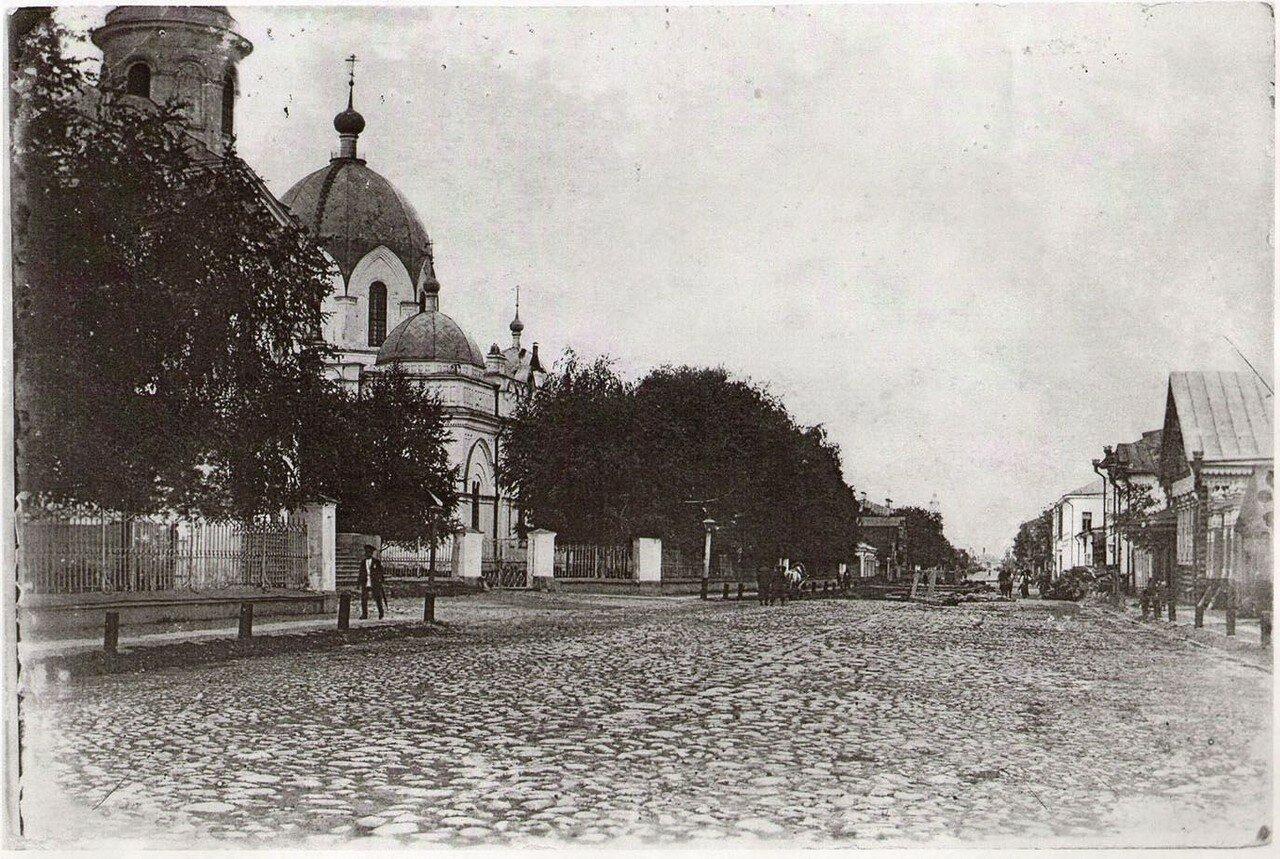 Вид на Крестовоздвиженскую церковь