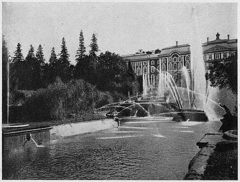 Морской канал и фонтан «Самсон»