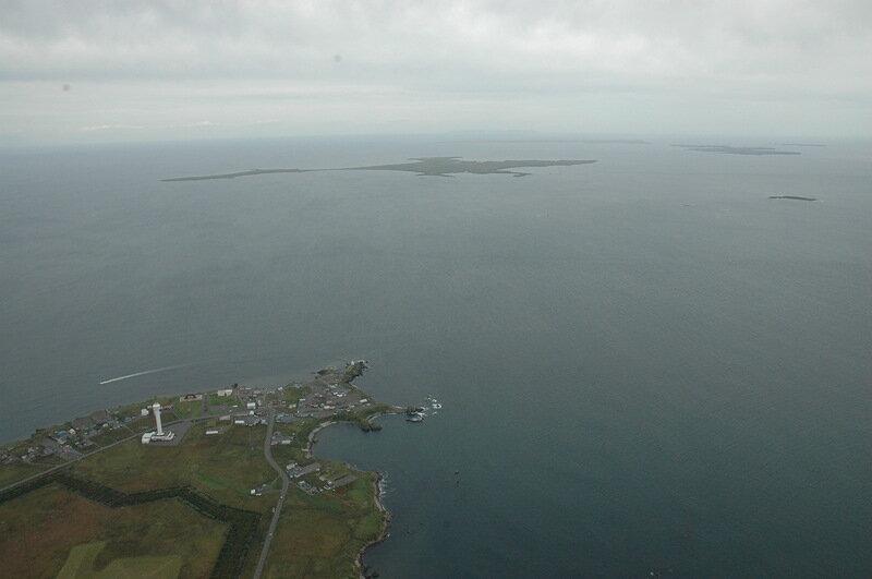 Вид из самолета, со стороны Японии, на острова Малой Курильской гряды - на горизонте едва виден Шикотан.