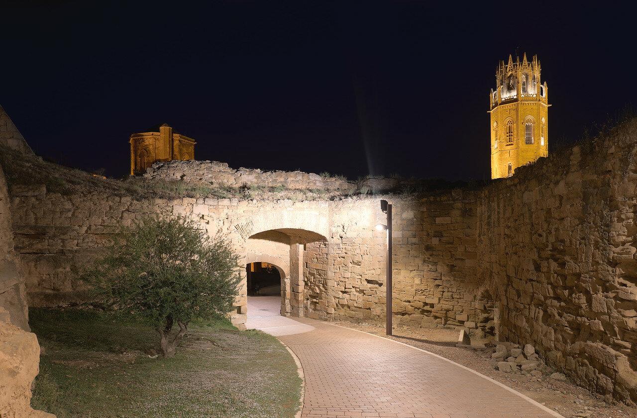 Ночная Лерида. Ворота крепости де ла Суда
