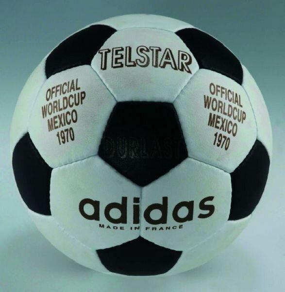 Кожаный мяч Telstar был сшит вручную из 32 элементов – 12 пятиугольных и 20  шестиугольных панелей – и стал самым круглым мячом тех лет. a01934faa0e