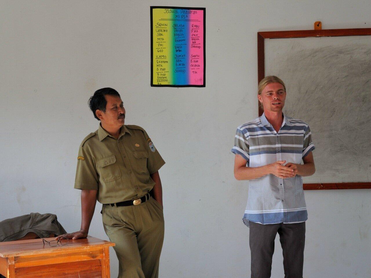 учитель в индонезии