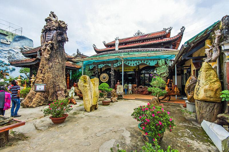 Во дворе Линь Фуок