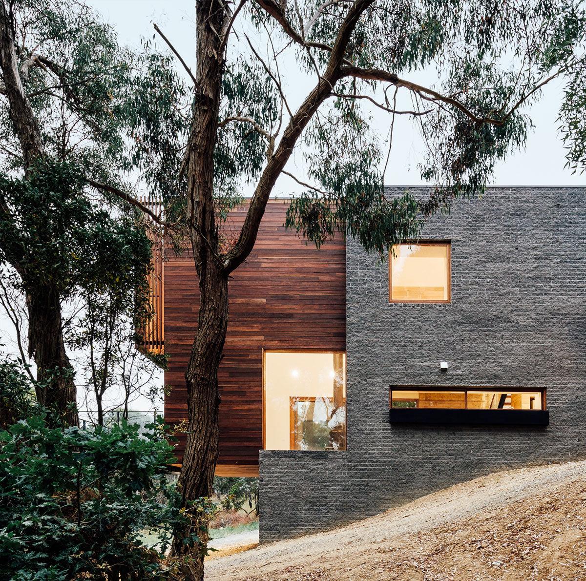 Moloney Architects, особняки в Австралии, частные дома Австралия, обзоры частных домов, фасад из камня фото, дом на склоне горы, дом с видом на город