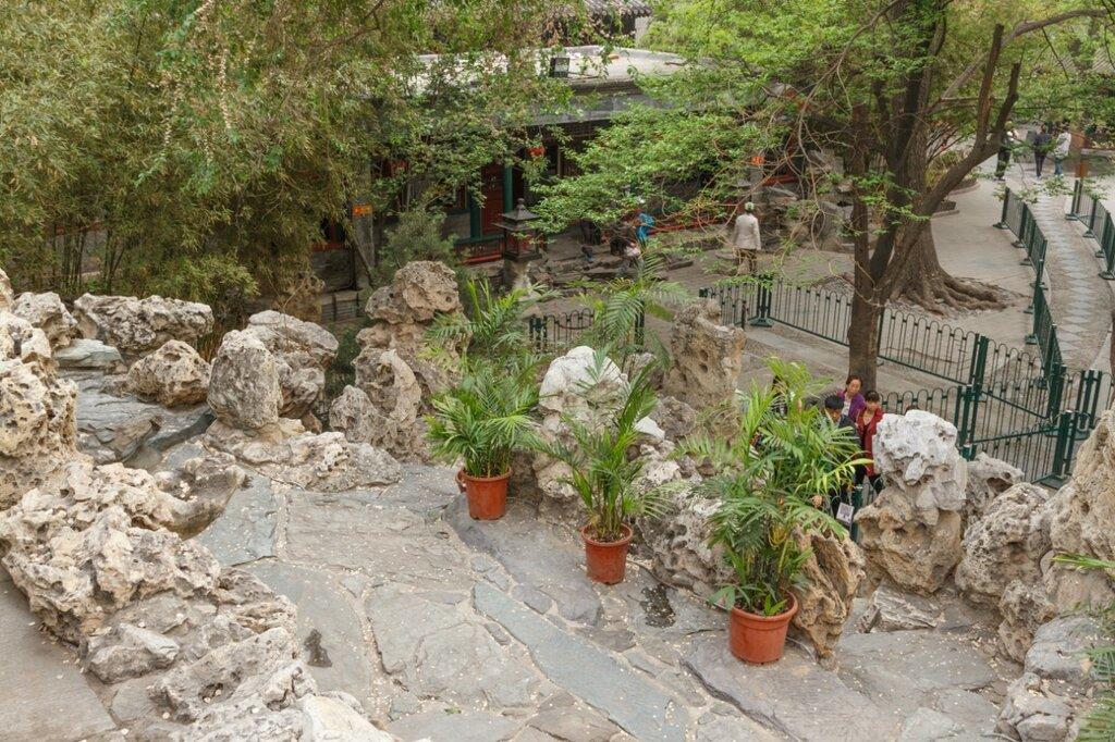 На скале, резиденция князя Гуна, Пекин, Гунванфу