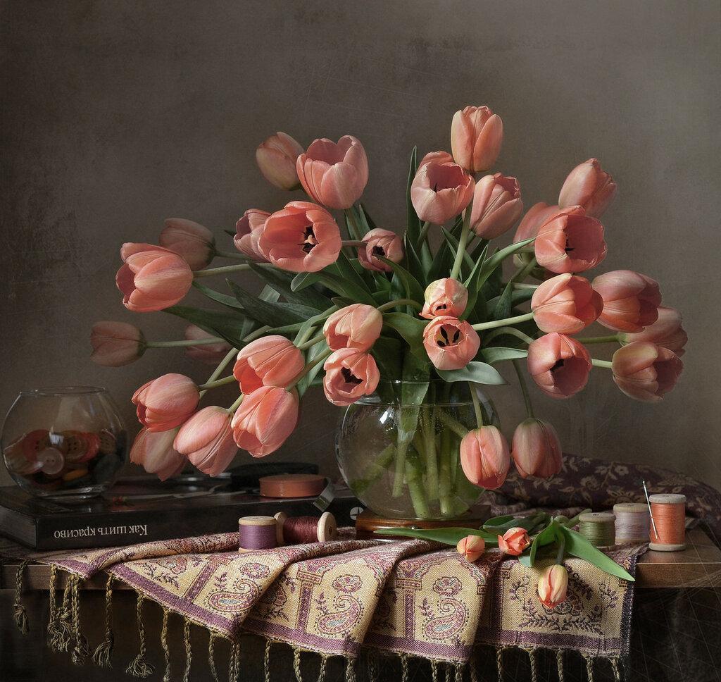 Апрель с тюльпанами