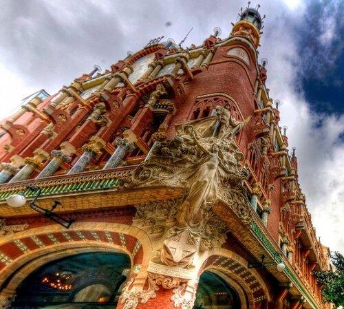 Дворец-Каталонской-музыки.jpg