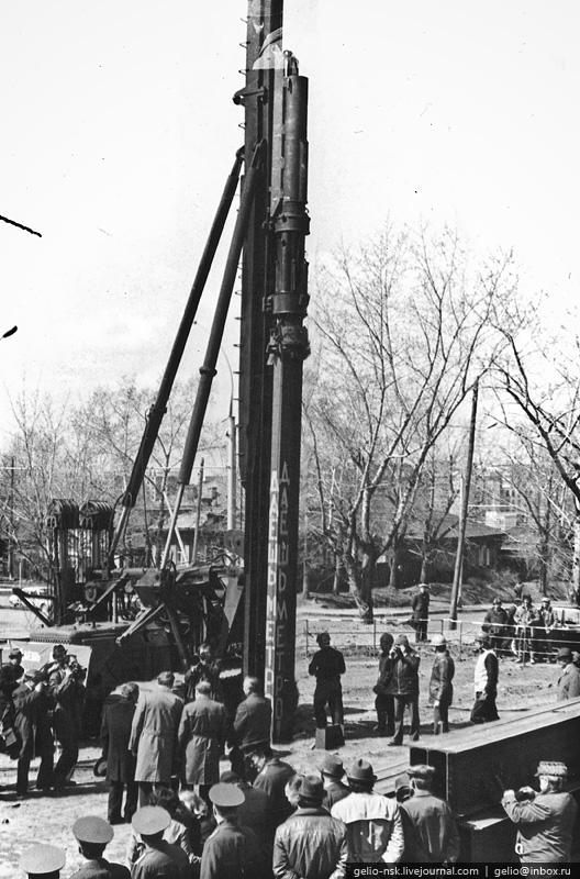 """12 мая 1979 года, на месте будущей станции  """"Октябрьская """", была забита первая свая Новосибирского метро."""