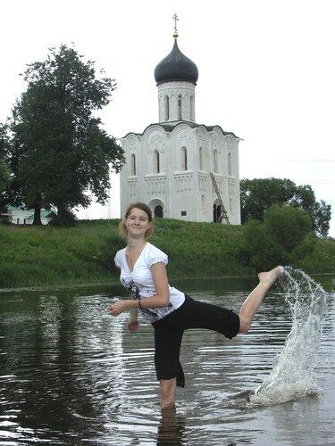 Перед Храмом и вода святая...