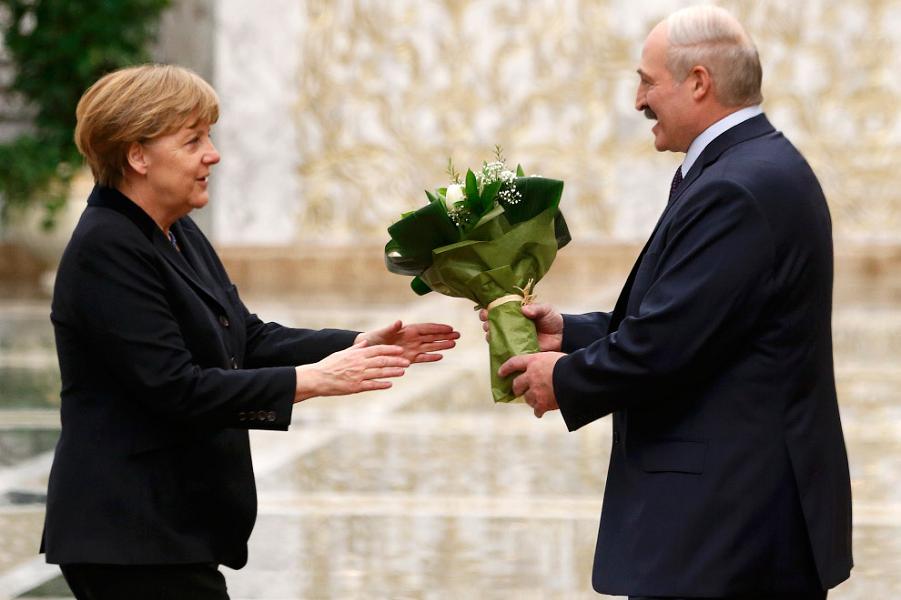 Лукашенко Меркель.png
