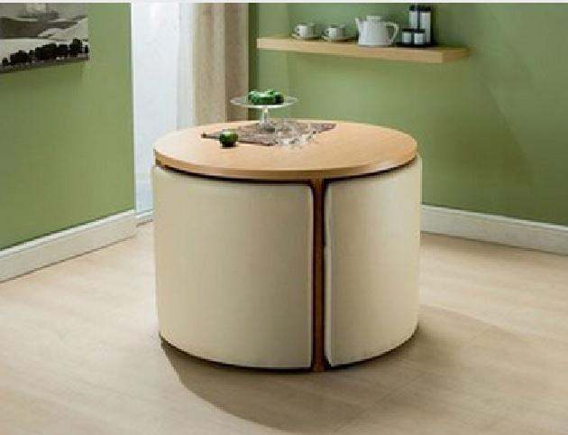 Компактный стол и банкетки для гостиной
