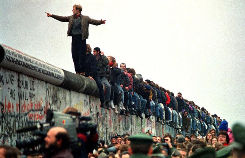 25 лет падения Берлинской стены. Уникальные исторические фотографии 0 1b49ea cd6695d0 XL
