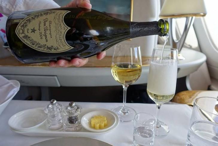 68. И было, конечно, еще много шампанского.