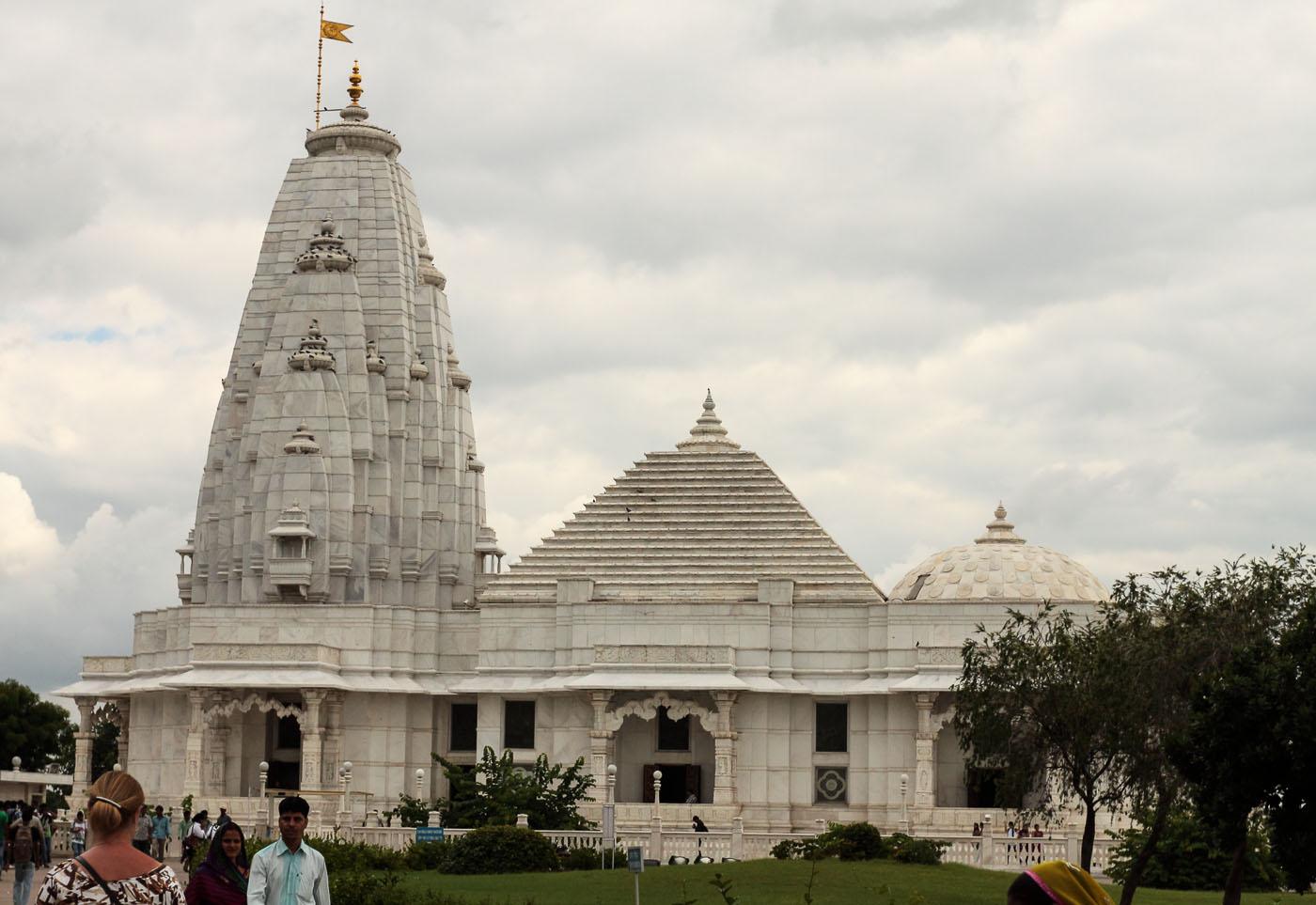 Фото 25. Храм Бирла в Джайпуре. Поездки по Индии туристов из Москвы.