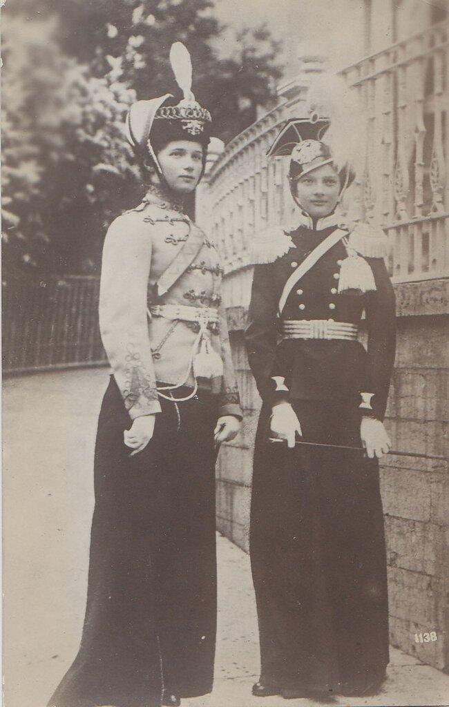 Их Императорские Высочества Великие Княжны Татьяна и Ольга Николаевна.
