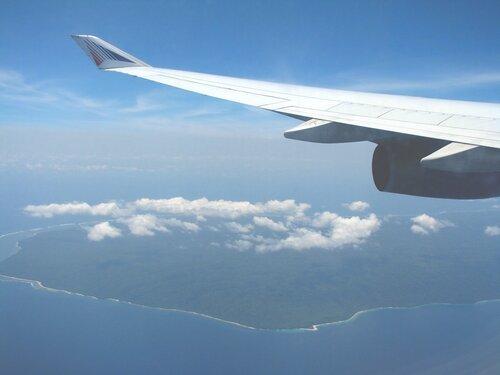 острова Индонезии из окна самолета