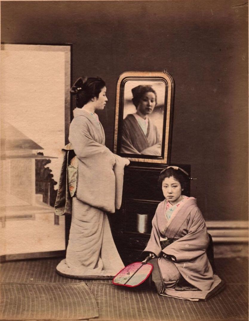 Две женщины в традиционных костюмах, ок 1870