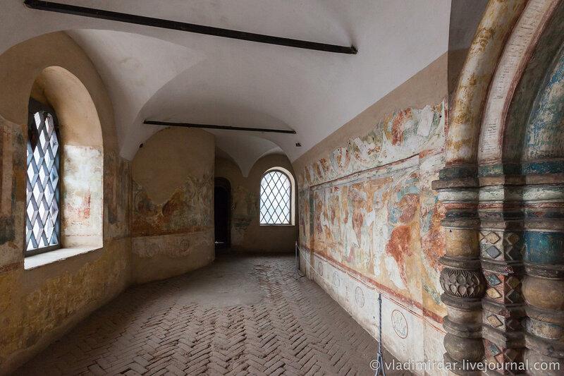 Галерея церкви Иоанна Богослова к крытому переходу западной крепостной стены