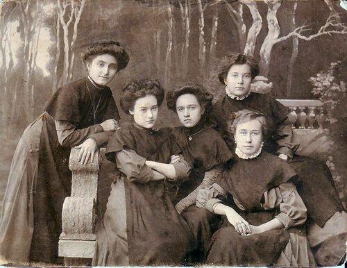 Гимназистки таганрогской Мариинки, 1910