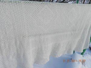 Вязанных вещей много.  Этой зимой осуществила свою давнюю мечту.  Связала шаль- платок по схемам оренбургских платков.