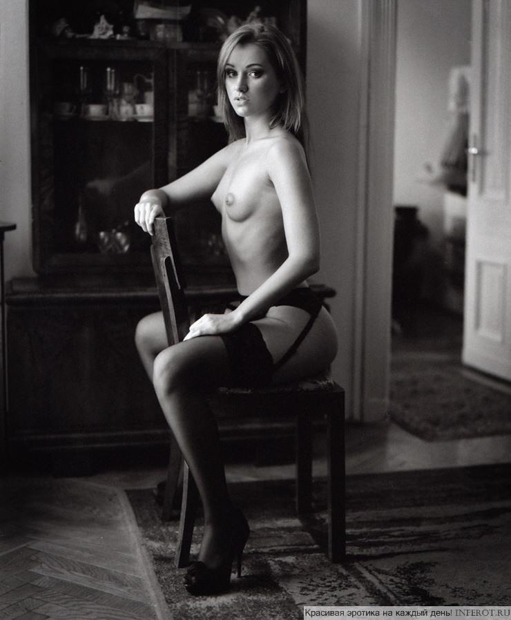 На стульчике наоборот (1) (2 фото)