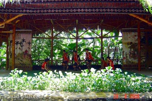 танец, деревня ли и мяо, хайнань, китай