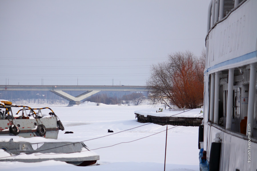 Теплоход И.А.Крылов зимой 2010 года в Хлебниковском затоне