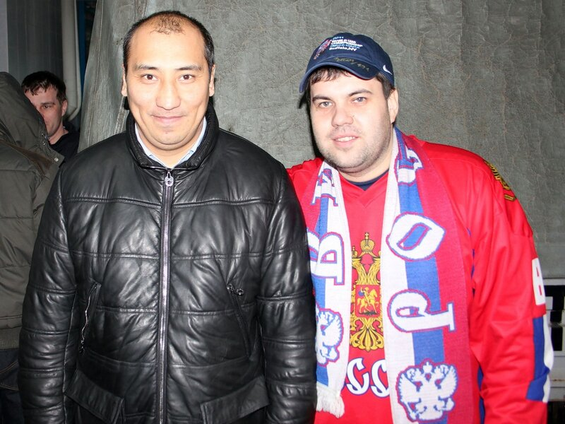 Nadei и Жайлауов. Справа Nadei