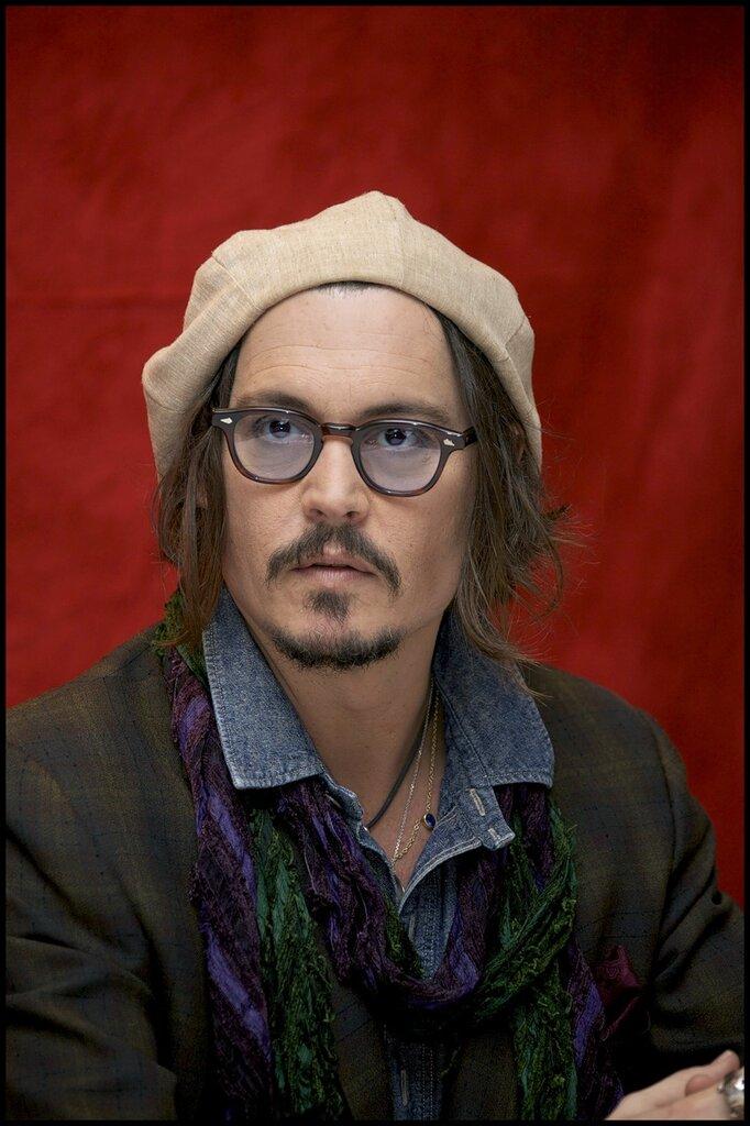 "Johnny Depp  - ""Alice in Wonderland"" Press Conference, LA 20.02.2010"