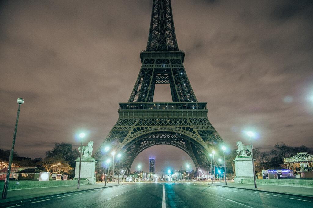 Paris is deserted, Genaro Bardy.jpg