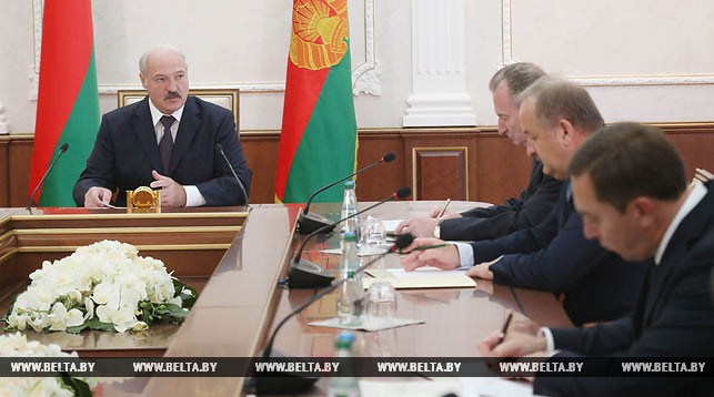 Александр Лукашенко проводит совещание