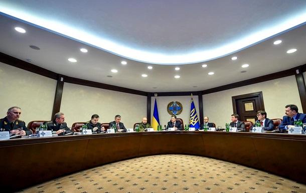 Яценюк: Порошенко срочно созвал совещание военного кабинета