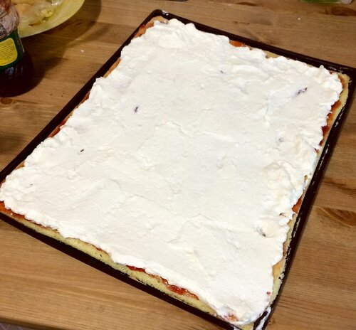 Бисквитные рулетики с сыром маскарпоне - рецепт пошаговый с фото
