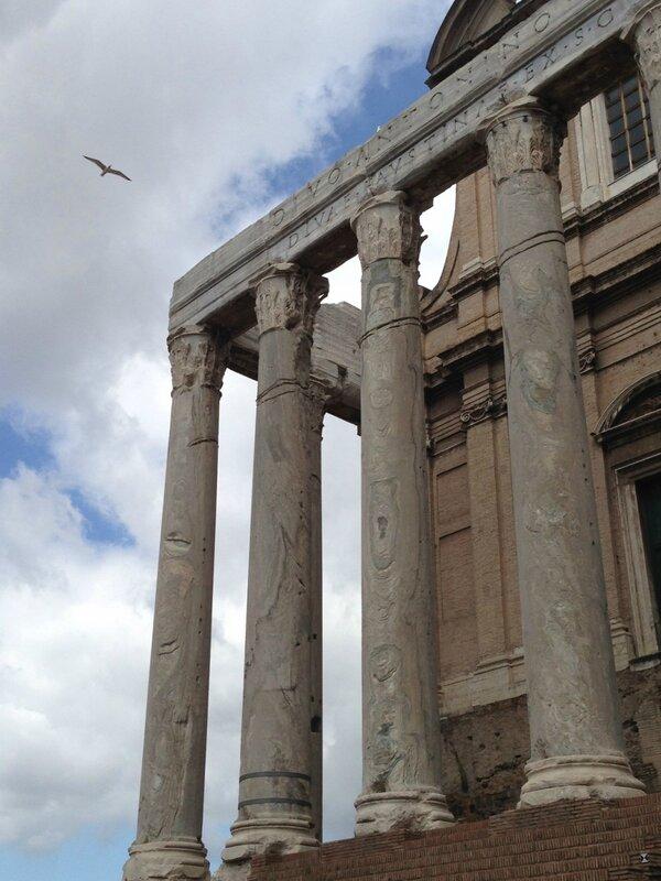 6. храм Антонина и Фаустины.jpg