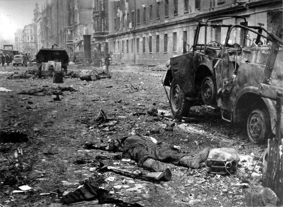 Падение Берлина на фотографиях весны 1945 года (13)