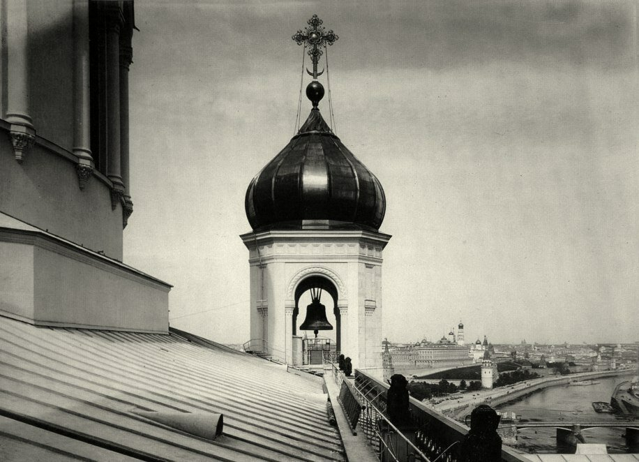 250. Храм Христа Спасителя. Одна из боковых глав-звониц.1885 g
