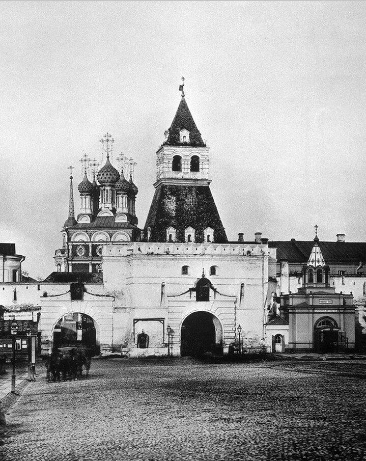 438. Ильинские ворота