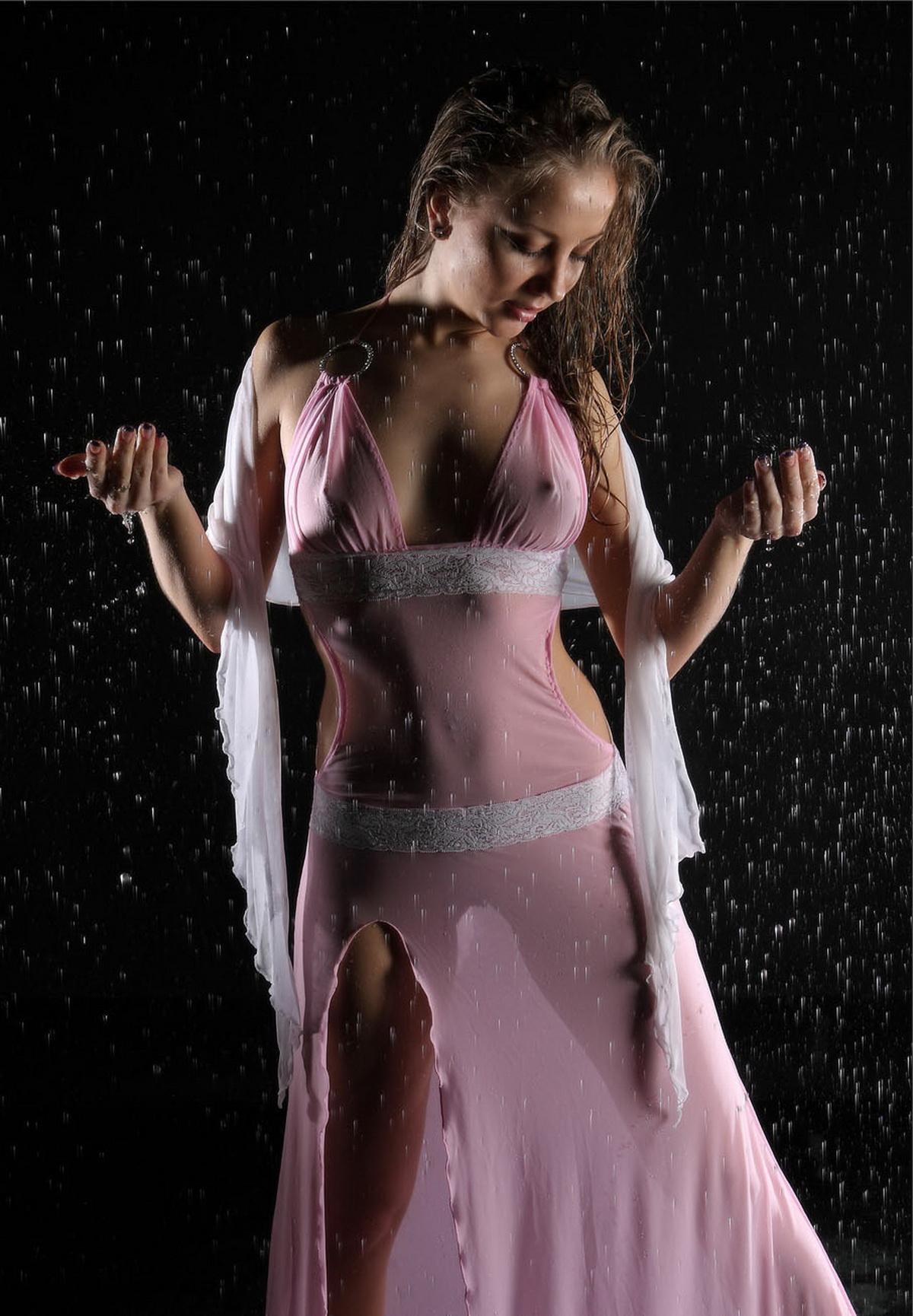Эротика под дождем (19 фото)
