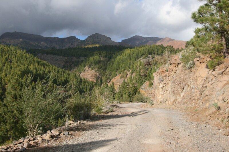 Тенерифе, серпантин до пешеходного маршрута на Лунный пейзаж