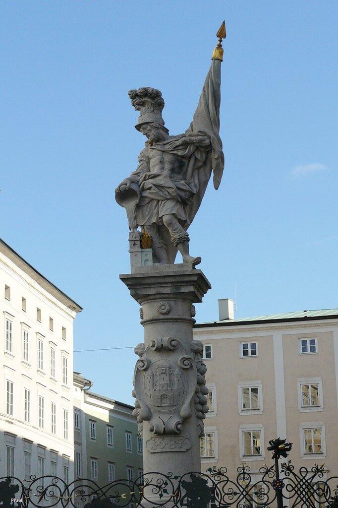По улицам старого Зальцбурга. Площадь старого рынка украшает фонтан Св. Флориана - покровителя города от пожаров.