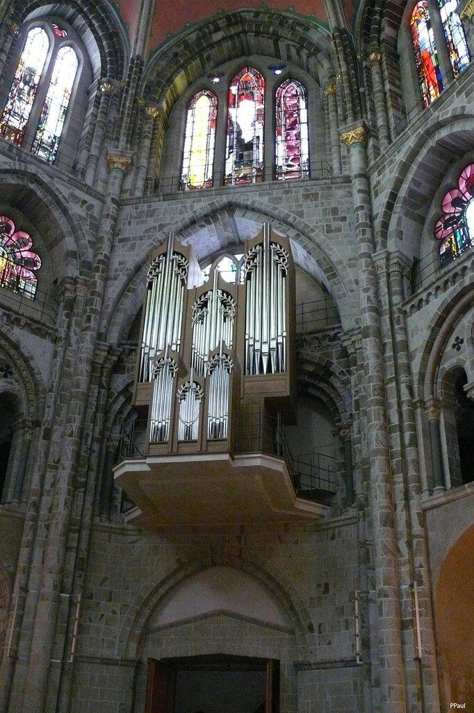 Романская церковь Св. Гереона (St. Gereon) - покровителя Кельна.