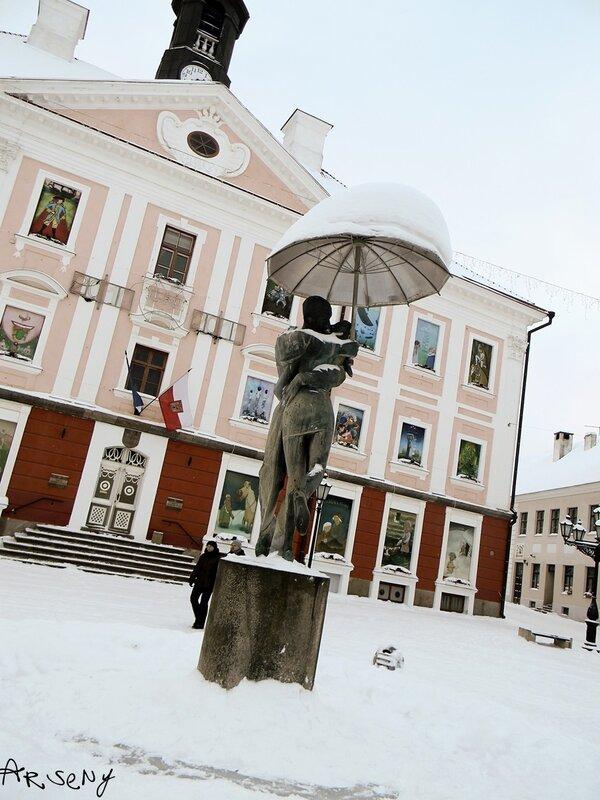 """Cкульптура фонтана """"Целующиеся студенты"""""""