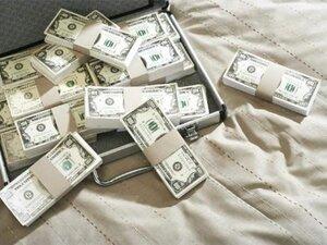 Возле одного из приморских банков у женщины похитили 270 тысяч рублей