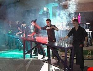 Уссурийские бармены отметили профессиональный праздник грандиозным шоу