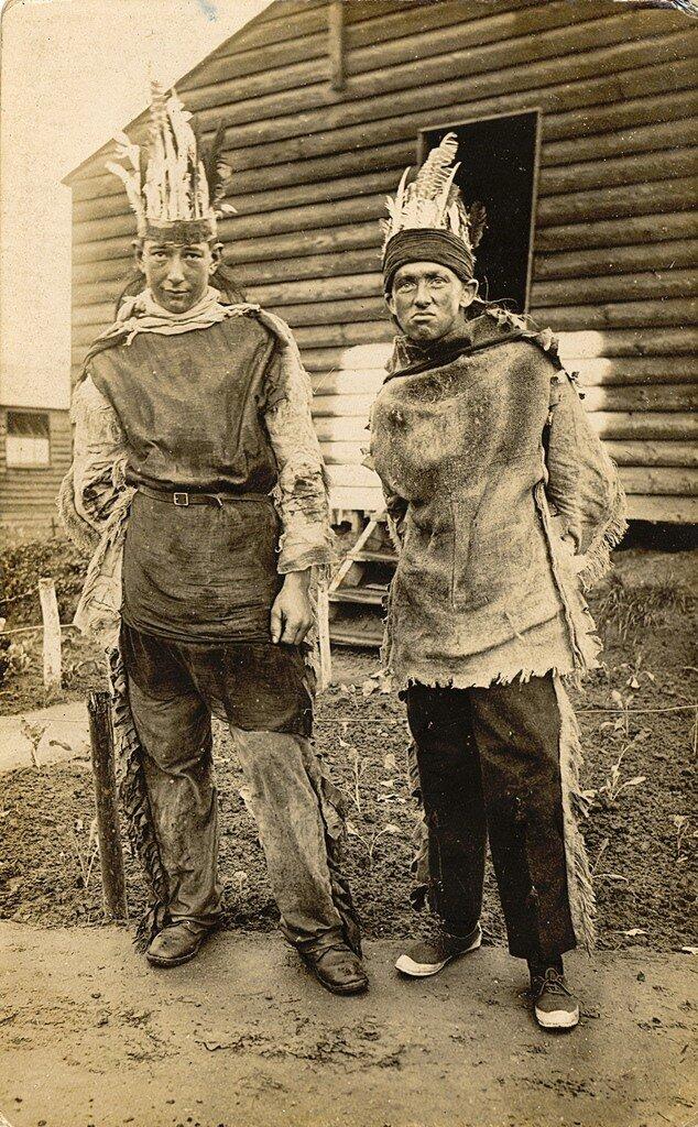 Happy Halloween! Британские солдаты нарядились индейцами